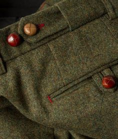 Stunning brown leather buttons classically paired with green tweed. TWC makes stunning Savile Row quality suits at a fraction of the price. We offer a travelling tailor service which means that we tailor you at your convenience, from your office or home which saves you the valuable time that would typically be spent travelling to and from a tailor shop. The cost for our exclusive suits vary depending on what cloth you choose. If you were to pick from our fantastic in house range, a two piece