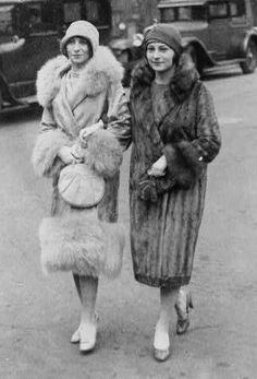 Women wore these fur jackets in the during cold seasons to stay warm while they were wearing their flapper dresses underneath. 20s Fashion, Fashion History, Vintage Fashion, Victorian Fashion, Medieval Fashion, Fashion Photo, Fashion Rings, Fashion Dresses, 1920s Flapper Girl