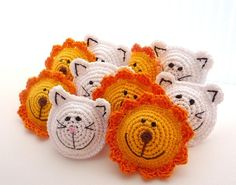 Crochet Lion Brooch.