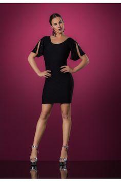 Vestido Tubinho Cityblue Preto de modelagem tubinho e costas à mostra, valoriza o corpo da mulher atual. Possui mangas curtas com pedras bordada. Composição 94% poliamida 6% elastano
