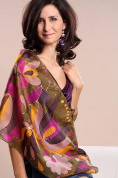 Kézzel festett egyedi selyemkendők, selyemsálak a Silkyway selyemfestő műhelytől.
