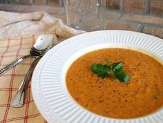 DELICIOUS!  Creamy tomato soup, Panera style - via www.RunningToTheKitchen.com