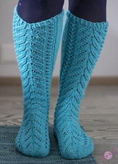 Kerttuilua - LANKAHELVETTI Knitting Socks, Knit Socks, Mittens, Knit Crochet, Fashion, Fingerless Mitts, Moda, Fashion Styles, Fingerless Mittens