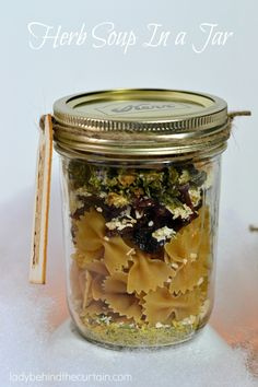 This Herb Soup In a Jar will come in handy on cold nights. You can serve this Herb Soup In a Jar as it is or add your favorite frozen meatballs for an Italian Meatball soup. Dry Soup Mix, Soup Mixes, Jar Gifts, Food Gifts, Gift Jars, Candy Gifts, Mason Jar Mixes, Mason Jars, Herb Soup