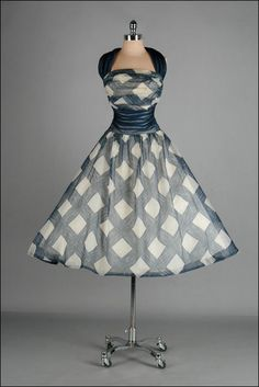 Vintage 1960s Dress. I would wear this to a school dance, no joke. Forget that, i would wear that on an average day!