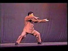 In this video from Chen Xiaowang performs Chen style Tai Chi Chuan with powerful fajin (explosive force) for which he is known for. Chi Cheng, Tai Chi Video, Xing Yi Quan, Shaolin Kung Fu, Tao Te Ching, Martial Arts Training, Poems Beautiful, Qigong, Travelling