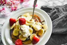 Meillä syödään aika usein lettuja. Kun päälliset valitsee fiksusti, käyvät täysjyväjauhoihin leivotut letut loistavasti niin aamu- kuin välipalaksikin. Blogista löytyy ennestään jo muutama gluteeni… Fruit Salad, French Toast, Cereal, Breakfast, Recipes, Food, Morning Coffee, Fruit Salads, Recipies