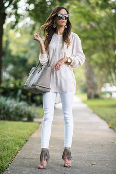 white denim, white denim skinny jeans, paige denim skinny jeans, tory burch multi tote, tory burch gray tote, baublebar statement earrings, steve madden fringe heels,