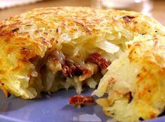 Receita de Batata com carne-seca e requeijão - batata por dez minutos. Depois de fria, deixe na geladeira por três horas.   Aqueça o óleo e doure levemente a...