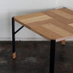 Holz Square end table/HOLZ(ホルツ)はドイツ語で木という意味があります。 木の節や割れ、染みや白太などいままでの家具製作では使われなかった「欠点」が ビンテージ感のある「表情」として受け止められる時代の空気があるように感じています。#家具 #北欧 #デザイン #目黒 #インテリア #コーヒーテーブル #ライフスタイル #テーブル #無垢材 #オーク #オリジナル