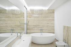 bathroom with freestanding bathtub interior design ideas Modern Residential Architecture, Architecture Plan, Interior Architecture, South Shore Decorating, Interior Design Work, Bucharest, Travertine, Line Design, Wabi Sabi
