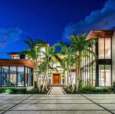 GLASS HOUSE! 📐 Amazing project by: Choeff Levy Fishman. 📷 Photo by: Lifestyle Production Group. 📍 Location: Miami Beach, Florida, USA. ☑ What are your thoughts? ⬇ Comment below and tag you friends! 💛 . . . . #archidaily #architecture #arquitetura #architecturelovers #cool #boss #modern #luxuryhomes #wow #goodnight #loveit #miami #casa #home #house #amazing #good #photo #style #contemporary #luxury #realestate #mansion #instagram #beautiful #glass #power #luxurylife #design #lifestyle…