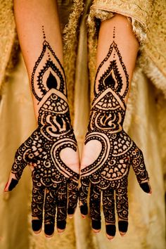 Beautiful wedding henna art!