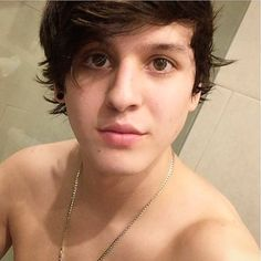 my hubby chris always looking sexy Cnco Snapchat, Singing Competitions, Disney Music, Backstreet Boys, Boy Bands, Singer, Instagram Posts, Stars, Wattpad