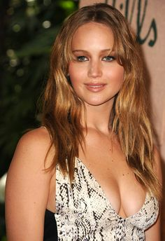 World of actresses: Jennifer Lawrence sexy Hollywood actress model Celebrity Hairstyles, Hairstyles With Bangs, Cool Hairstyles, Gorgeous Hairstyles, Beyonce, Jennifer Lawrence Fotos, Gq, Red Hair Celebrities, Female Celebrities