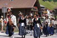 Festumzug in #Tux #finkenberg #umzug #tracht #trachten #tradition #events #tirol #alpen #zillertal #volksmusik #wandern #sommerurlaub