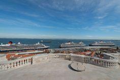 As Três Rainhas vieram refrescar-se no Tejo. #Lisbon #Harbour #queenvictoria #queenelizabeth #queenmary2