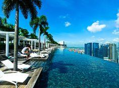 Piscine surplombant singapour hotel marina