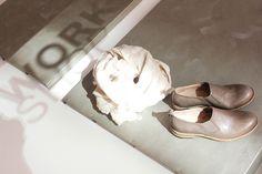 #minimalfashion#minimalphotography#minimaldesign#zonatortona#wumagazine#fashionblogger#fashiondesign#fashiondesigner#milano#milanodavedere#mymilano#minimalism#details#light#white#gold#shoes#scarpa#moda#fashionweek#milanfashionweekminimalismo#fashionmagazine#fashionphotographer#minimalmood#magazine# by workshopmilano