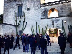 #salentowebtv #iobevosalentino #aislecce Una splendida serata quella organizzata ieri da Ais Lecce presso Masseria Altemura per la consegna degli attestati di sommelier ai 50 ragazzi che hanno sostenuto e superato l'esame finale nel 2014. La giornata è stata dedicata prima alla visita della Masseria, di proprietà dal 2001 del Gruppo Zonin 1821 tra i più grandi produttori di vino in Italia. Guarda il video http://www.salentoweb.tv/video/9454/ais-lecce-e-nuovi-sommelier