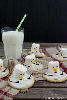 Weihnachtsgebäck – schmelzende Schneemann Plätzchen (melting snowmen cookies with marshmallows)