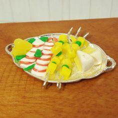 Miniatur Käseplatte  für Puppenstuben oder Setzkästen