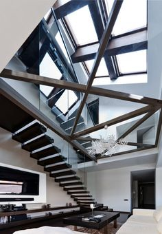 The interior design of this open loft is modern, minimalist with lots of light. There are the glass rails, big windows and partly glass floor the house looks Deco Design, Design Case, Exterior Design, Interior And Exterior, Luxury Interior, Modern Glass House, Architecture Design, Beautiful Architecture, Building Architecture