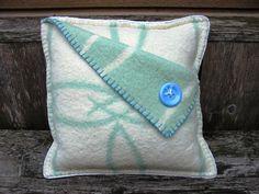 Kussen van mooie vintage deken.