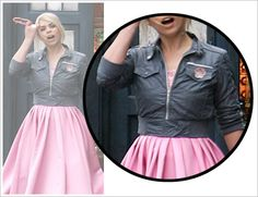 """Ref. pic for Rose Tyler's jacket from """"Idiot's Lantern"""" in Series  of Doctor Who."""