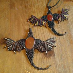 Handmade micro macrame dragon necklace                                                                                                                                                                                 Mais