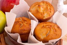 Fruity, creamy, these muffins are the perfect way to end meals or start your day. Quinoa, Pie Co, Sweet Corner, Muffin Tin Recipes, Nutritious Snacks, Cupcakes, Breakfast Muffins, Baked Apples, Health Desserts