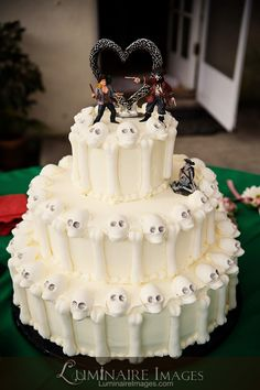 Pirate themed wedding cake with skulls. A bit unconventional but definitely Fun!