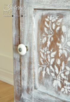 Marie added a lovely stencil against a white wash paint finish with a replacement period knob. Distressed Furniture Painting, Chalk Paint Furniture, Diy Furniture Projects, Furniture Making, Furniture Makeover, Cool Furniture, Furniture Design, Diy Projects, Antique Wash Stand