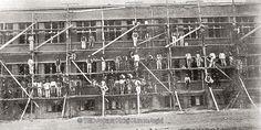 Fidanlık semtinde (Ziya Gökalp Cad.) okul inşaatı sürerken, 1934