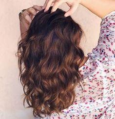 """Nos próximos dias a gente só vai se ver de costas por aqui, porque tô tal e qual Kiko, aí não dá, né?hahaha Cabelin tá dando aquela desbotada básica, e na luz de fim de tarde sempre fica com um fundo mais avermelhado, já perceberam isso? Falando em cabelo, mais tarde tem uma resenha mara do #JuTodoDia ( solto amanhã no blog!☺️), de um produto de cabelo que é bem legal!✨ As resenhas da semana estão super boas, com """"produtos investimento"""" e produtos acessíveis, assim tem pra todo mun..."""
