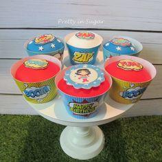 Wonder Woman for a cute 4 year old girl | Para uma menina de 4 anos cheia de personalidade| Cake stand by Coco&Baunilha