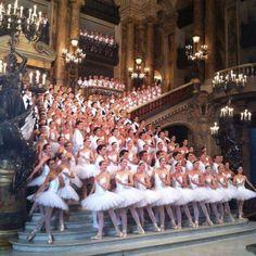 Ballet collective in the Paris Opera house-France Paris Opera House, Paris Opera Ballet, Ballet Dancers, Ballerinas, I Love Paris, Ballet Photography, Just Dance, France Travel, Belle Photo