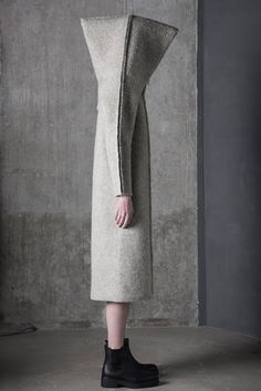 Dzhus looks to the earth's formation for Tectonic fashion collection Structured Fashion, Moda Chic, Inspiration Mode, Sculptural Fashion, Future Fashion, Mode Style, Pattern Fashion, Wearable Art, Fashion Tips