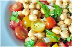SHELIKES - a blog about food & happiness: Easy Chickpea Tomato Salad