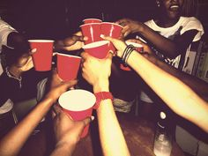 AMERICAN FRAT PARTY: Dress up as cheerleaders, jocks, baseball players, nerds, basketballers complete with red cups and beer pong. Frat Parties, College Parties, Teenage Parties, High School Parties, House Party, Party Party, Party Drinks, Ideas Party, Party Summer