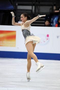 File:Alina Zagitova at the World Championships 2019 - Short program - Wikimedia Commons Hot Figure Skaters, Tennis Photography, Female Pose Reference, Alina Zagitova, Fit Black Women, Medvedeva, Gymnastics Pictures, Athletic Girls, Figure Skating Dresses