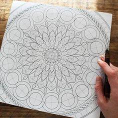 Oksana Stepanova — New work in progress, first layers of gold 🌟 Mandala Doodle, Mandala Art Lesson, Mandala Stencils, Mandala Artwork, Mandala Drawing, Mandala Painting, Doodle Art Drawing, Dot Painting, Doodle Art Designs