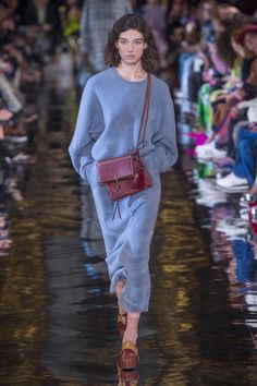 The complete Stella McCartney Fall 2018 Ready-to-Wear fashion show now on Vogue Runway.