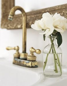 NEED to have fresh flowers in the washroom when guests are over.