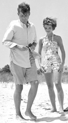 June 1953, Senator Kennedy and his fiancée Jackie in Hyannis Port. ❤❤❤ ❤❤❤❤❤❤❤   http://en.wikipedia.org/wiki/Kennedy_Compound
