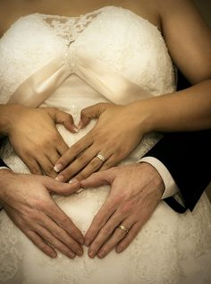 Choosing Wedding Dresses for Pregnant Brides Who Want Style
