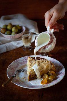 Une recette de coffe cake aux prunes moelleux et facile à l'heure du thé. Un Cake, Cookery Books, Prune, Coffee Cake, Tea Time, Fruit Crumble, Butter Cakes, Chocolate Ganache