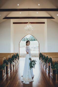 love this dress + bouquet