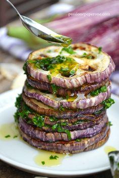 Melanzane grigliate con la salsa verde