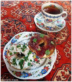 Breakfast in Krakow, Poland. bagel with cream cheese & rose jam… na śniadanie bajgiel z twarożkiem i konfiturą różaną